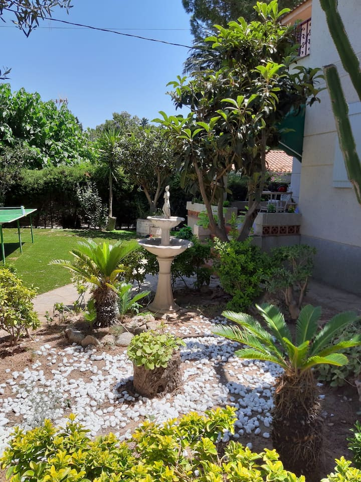 Beautiful house with a spectacular garden 11K