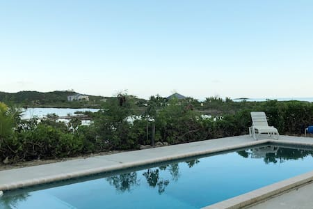 Flamingo Villa - Home with a Spectacular view!