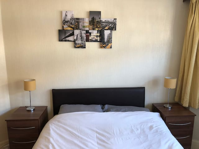 Double Room - Close to Warner Bros