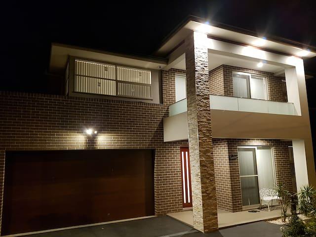 LUXURY New home - QN BD/SPA/BALCONY/WIFI/Aircon/PT