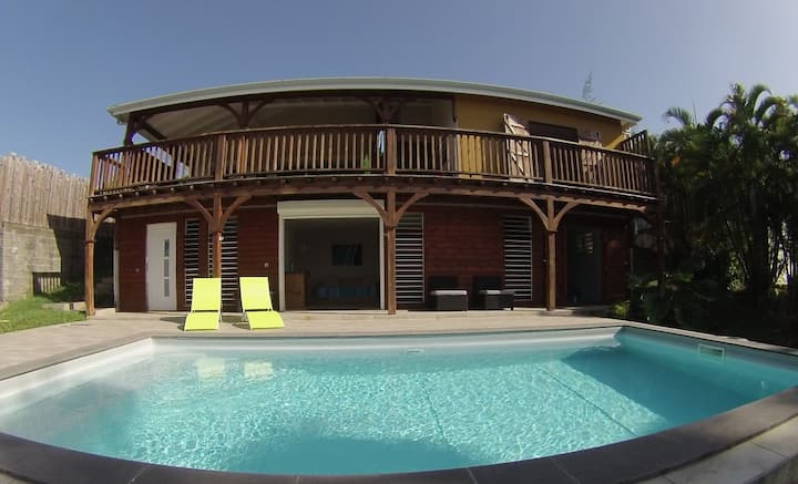 Appartement neuf avec piscine.