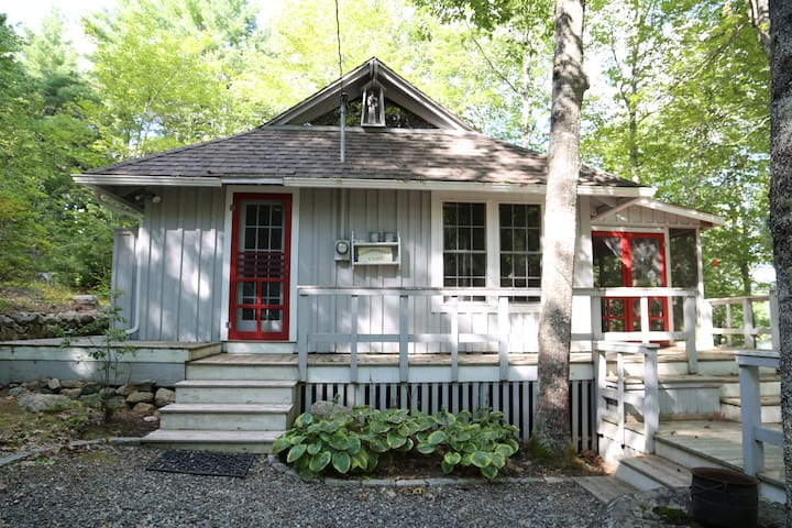 tranquil, updated lakefront cottage - Sullivan