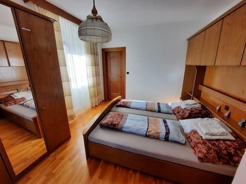 Gemütliche Wohnung in altem Landhaus/direkte Lage