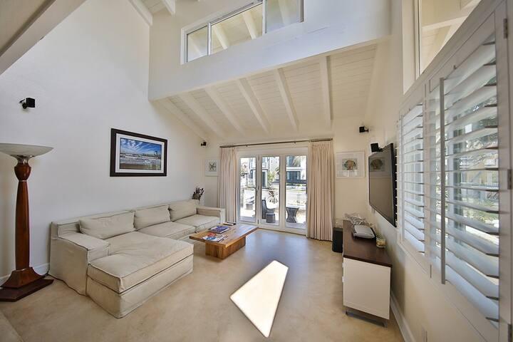HB Beautiful Beach House