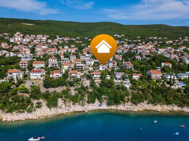 Beachfront apartment for 2-4 people in Dramalj