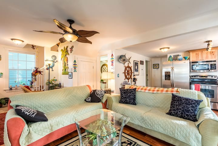 Key West home w/ private hot tub - close to notable attractions