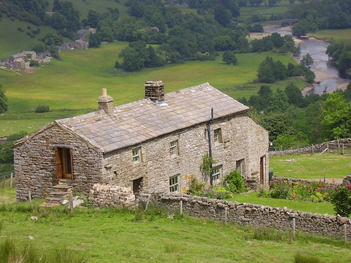 Nettlebed, quirky cottage, amazing views, garden
