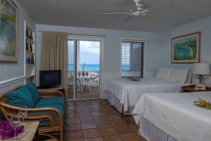 Coconut Coast Villas - Ginger Thomas Waterfront Studio
