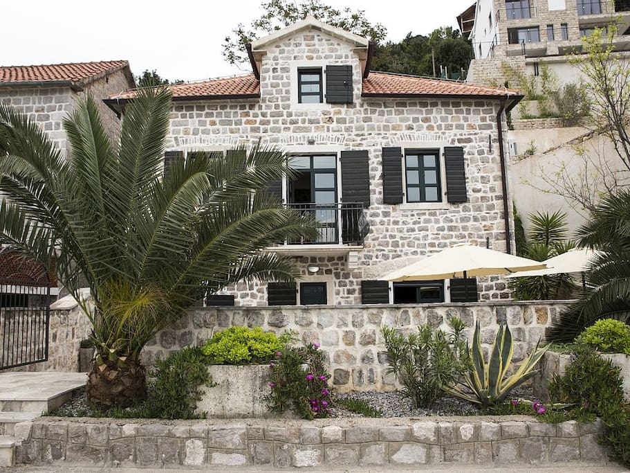 Sea-facing property with secure enclosed terrace