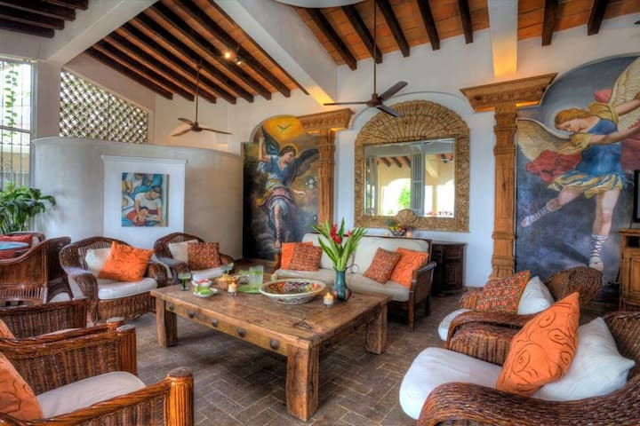 Spectacular luxury six room villa. - Puerto Vallarta - Bed & Breakfast