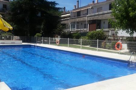 Habitación con 2 camas en chalet con piscina - Apartemen