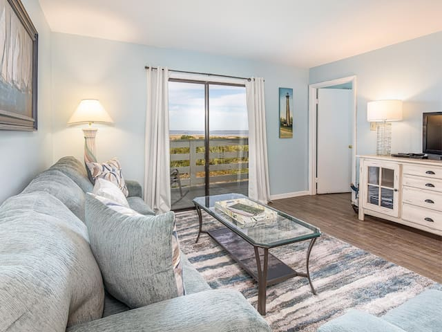 Beachfront Condo on North End near Lighthouse with Nice View, Easy Beach Access, and Community Pools - Lighthouse Point 14B