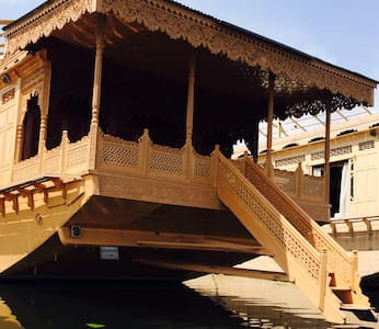 monarch group of houseboats - Srinagar - Bateau