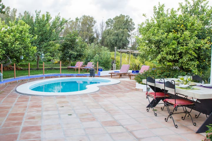 Andalucian villa with private pool, bbq and wifi