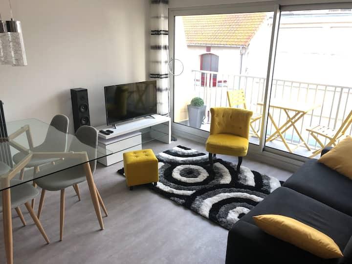 Studio-cabine, balcon vue mer, rue St Jean