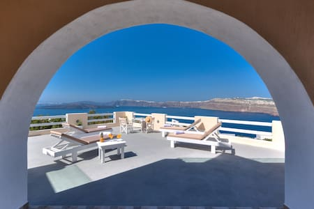 Akrotiri apartment with caldera view 1
