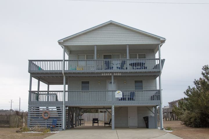 5000 Beach Daze * 3 Min Walk to Beach * Pet Friendly * Hot Tub