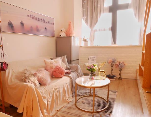 猫宁Room.7-LOFT复式公寓.支持低价长租月租。具体可咨询!市中心BRT沿线 ,速达机场动车站