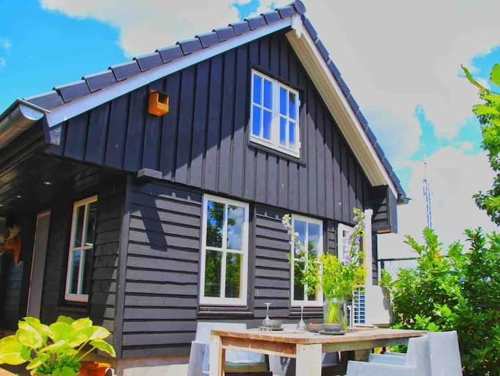 Uniek houten huis, nabij bos en plassen