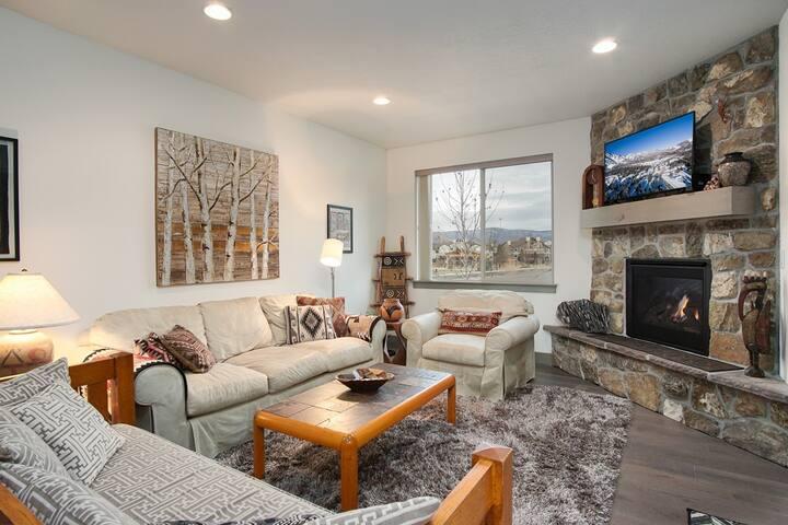 Gorgeous 2 Bedroom Huntsville, Utah Townhome Sleeps 4. EW5A