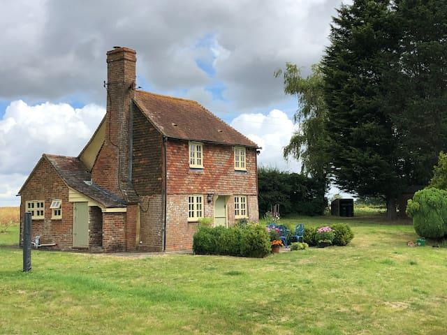 Perfect Isolation.  Quaint Sussex Farm Cottage