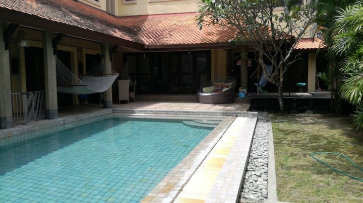 Luxury Villa with pool in PJ