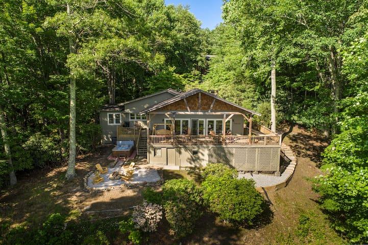 Yeehaw Lodge: Cozy cabin with million dollar views