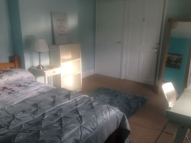 Luxury room in Cardiff Bay with Xtra Large Ensuite