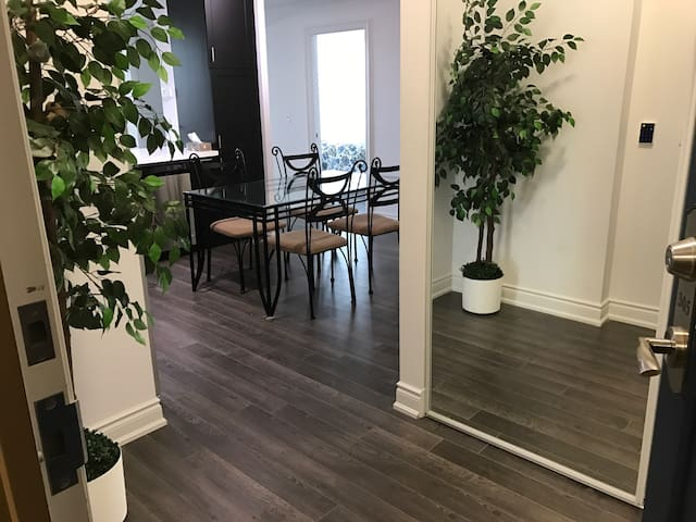 Luxurious 2 bedroom Condominium Downtown Markham - Markham - Condomínio