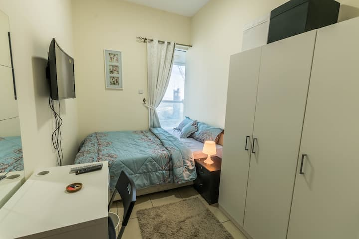 Cozy Single Room For One Man in Dubai Marina.