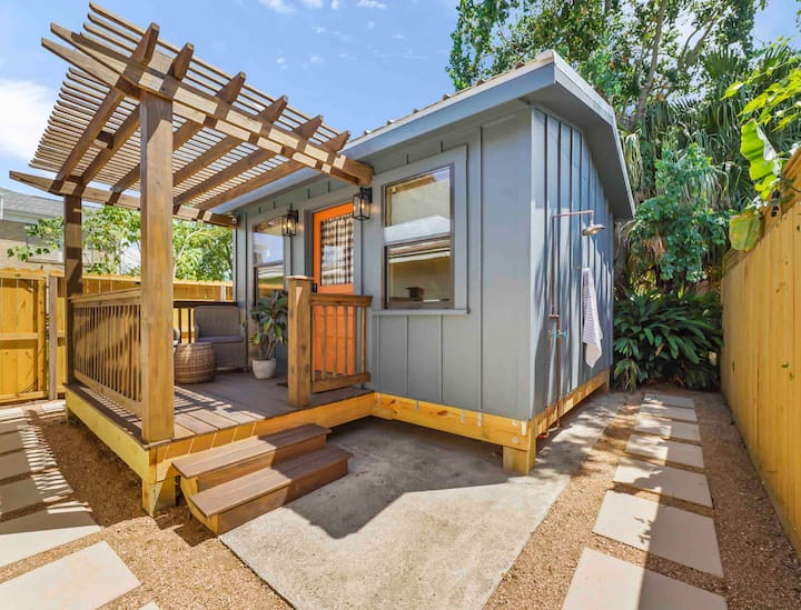 FREE Breakfast - The Tiny - 192 SQ FT Tiny House