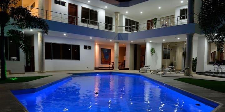 Espectacular Casa con piscina en Santa Teresita