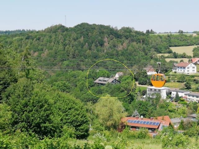 Ferienwohnung gelegen auf ruhiger Südlage 500 m von der Waldecker Gondel Bergbahn entfernt neben Schloss Waldeck