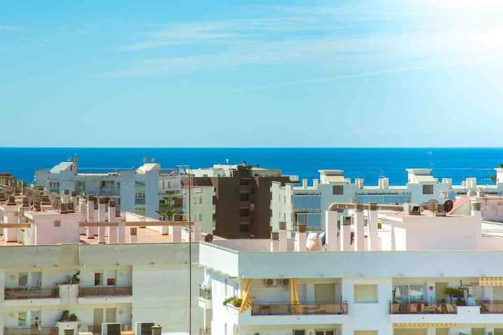 Апартамент с видом на море, рядом с пляжем.