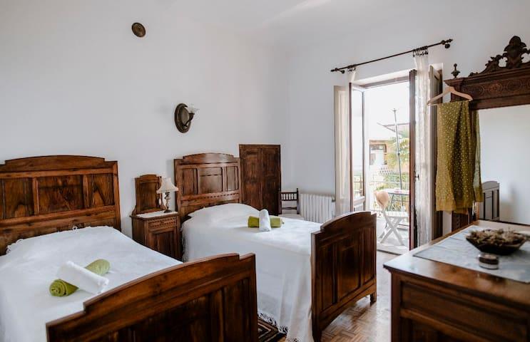 Quarta camera con letti singoli che si posso unire e fare un letto matrimoniale | Fourth bedroom with single beds that can be joined to make a double bed