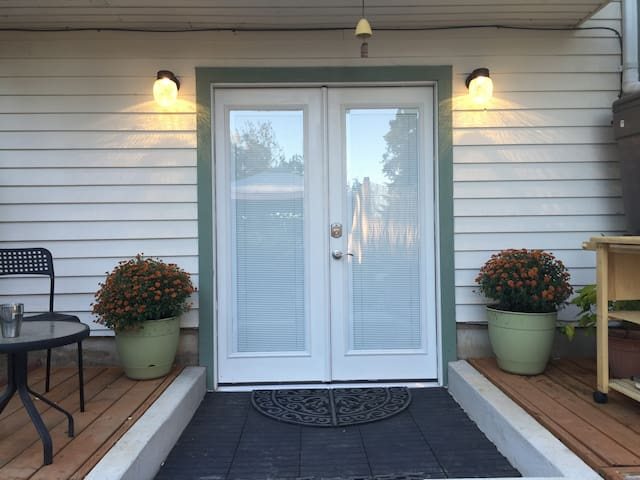 Clean, Family-Friendly Guest House in Safe Town - Beaverton - Andre