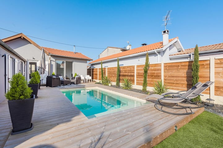 Charming house with swimming pool in Floirac