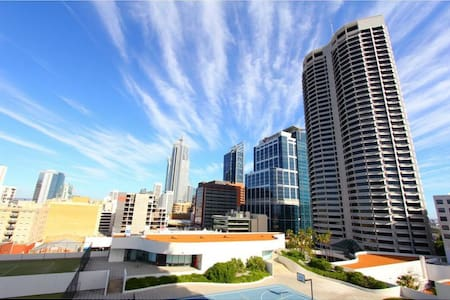 2 Beds Perth City Apartment w Carpark+Spa+Gym - Perth - Pis