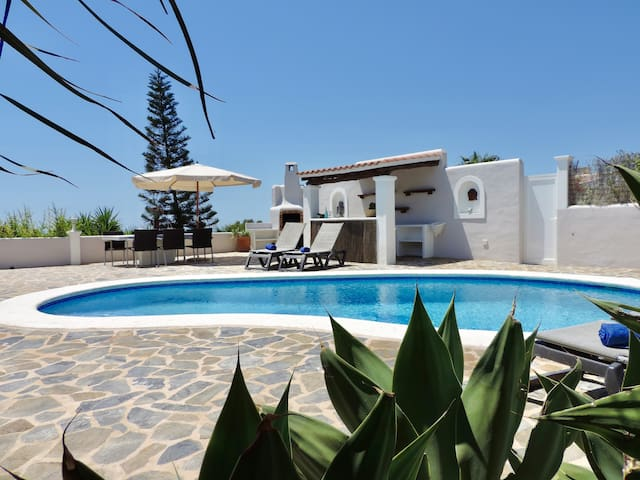 Modern Villa with 3 bedrooms, Pool, Nice Sea View
