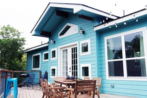 Coastal cottage on the Guadalupe River!