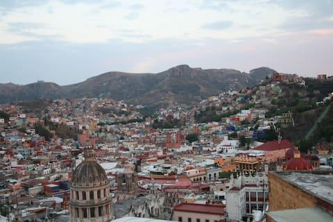 """Habitación """"Cedro"""", Guanajuato zona centro."""