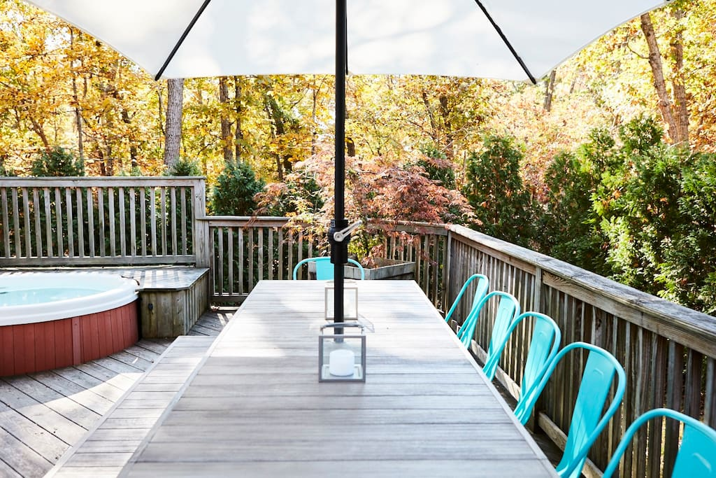 Built in hot tub & outdoor dining table (seating for 10) with umbrella on 1000 square foot wrap-around deck.