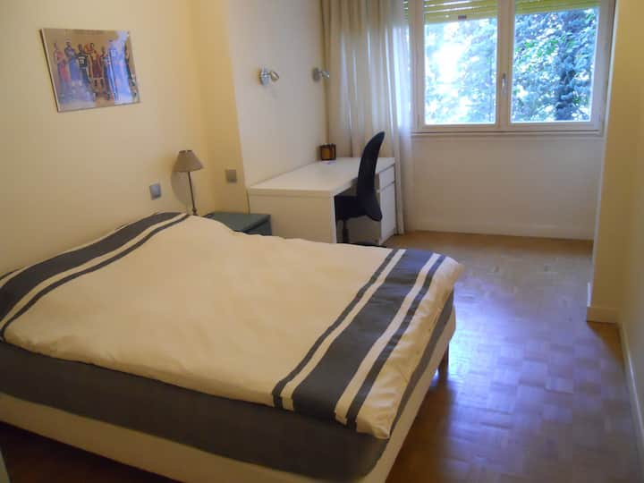 Chambre  à Annecy près du centre.