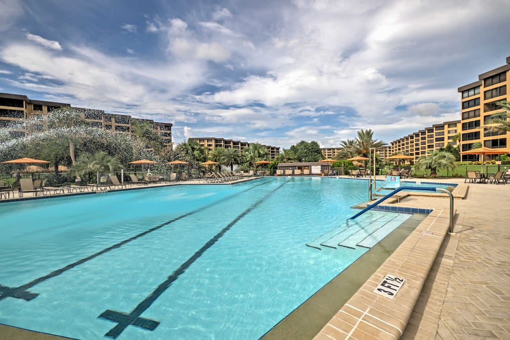 Located in the Gulf & Bay Club Condominiums, guests are welcome to use the onsite amenities including a private beach, 3 heated pools, 8 tennis courts, saunas, a hot tub, fitness center and more!