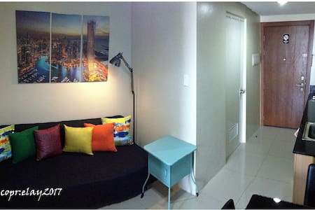 BEST VALUE! 1BR with Balcony Unit in MOA Complex