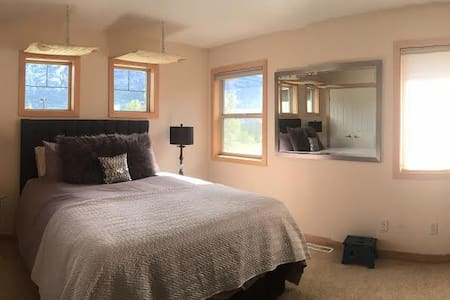 Three Sisters Village retreat - Canmore, Alberta - แคนมอร์ - บ้าน
