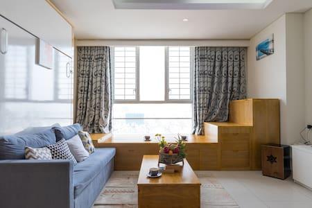 River & City Center View Modern Apartment