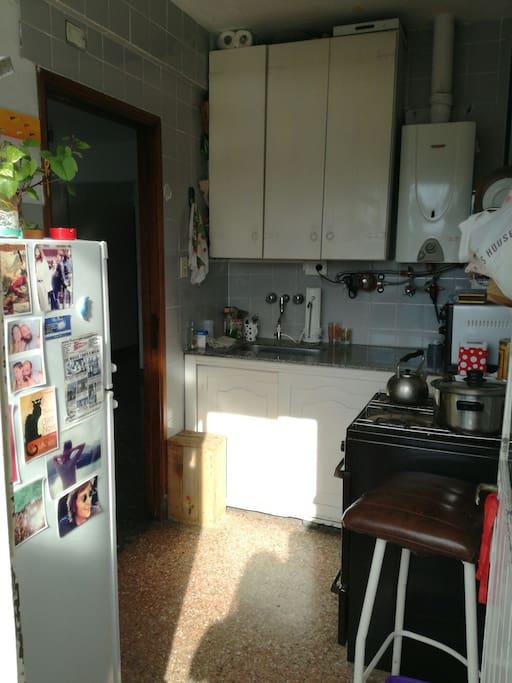 cocina equipada : ustensillos, horno, hornito, heladera, Minipimer.