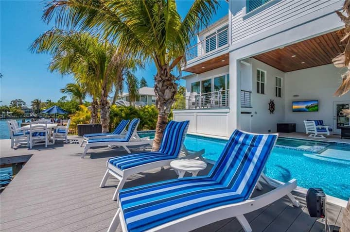 Aqua Bay (House)