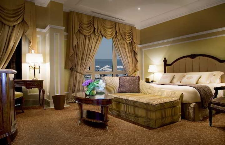 Cosy Junior Suite Double Bed At Kuwait